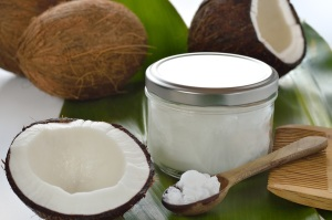 coconuts-Coconut-oil-on-spoon